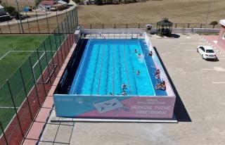 Çocuklar yüzme öğrensin diye 40 günde yüzme...