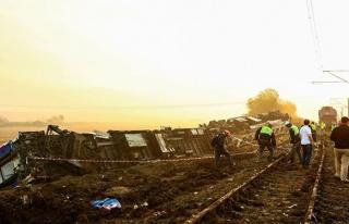 Çorlu Tren Kazasında Oğlunu Kaybeden Mısra Öz'e...