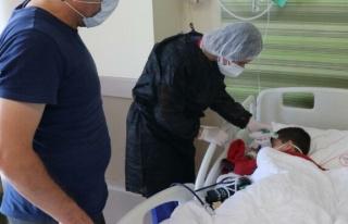 Corona virüse yakalanan 5 yaşındaki Emir, bir haftadır...
