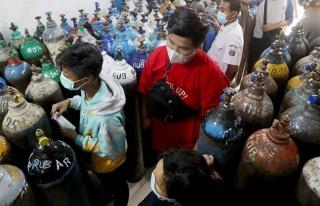 Delta varyantının vurduğu Endonezya'da oksijen...