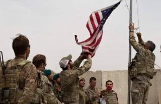 Devir teslim töreninden tarihi kare! ABD bayrağı...