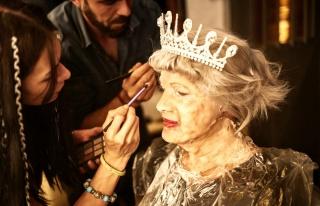 DJ Ozan Doğulu, yeni klibinde Kraliçe Elizabeth'i...