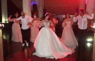Düğünde Mahsun Kırmızıgül'ün 'Dinle' Şarkısı...
