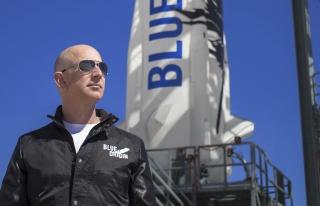 Dünyanın En Zengin İnsanı Jeff Bezos Bugün Uzaya...