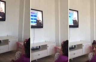 Eba TV İzleyen Ufaklığın Ders Dinlerken Verdiği...