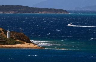 Ellerini Kelepçelediler! Yunanistan'ın Denize Attığı...