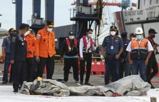 Endonezya'da Düşen Yolcu Uçağından İlk Sinyal...