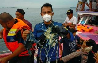 Endonezya'da Yolcu Uçağının Denize Düştüğü...