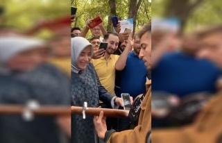 Erdoğan'a 'Gençler Sizin İçin Bestelemiş' Denilerek...