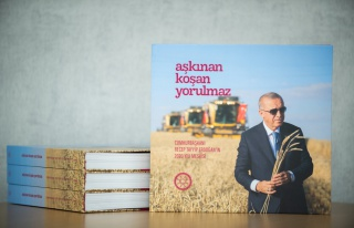 Erdoğan'ın Bir Yılı Kitap Oldu: Aşkınan Koşan...