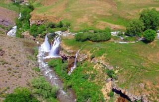Erzincan'da Konarlı Şelalesi doğal güzelliğiyle...