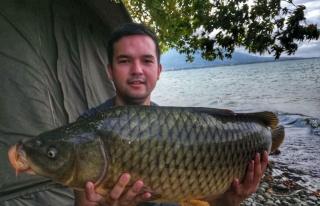 Eskişehirli balıkçılar 1 metre boyunda 14 kiloluk...