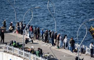 #EvdeKal Çağrıları Karşılık Bulmadı: Vatandaşlar...