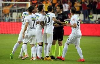 'Final maçına birisinin eli değdi...'