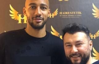 Galatasaraylı Nzonzi sakal tedavisi oluyor