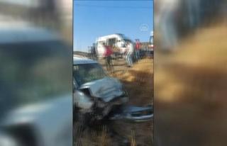 GAZİANTEP - Hafif ticari araçla otomobil çarpıştı:...