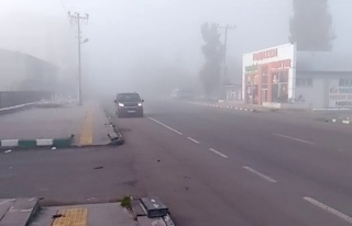 Göle'de etkili olan yoğun sis trafiği olumsuz...