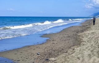 Hatay Samandağ sahilinde petrol sızıntısı temizliği...