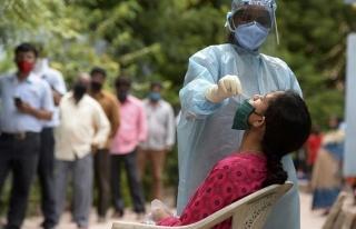 Hindistan'da Koronavirüs Vakaları Azalıyor, Bazı...