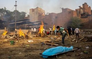 Hindistan Felaketi Yaşıyor! Ölenleri Sokaklarda...