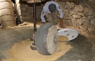 Hizan'da üretilen çeltik 150 yıllık değirmende...