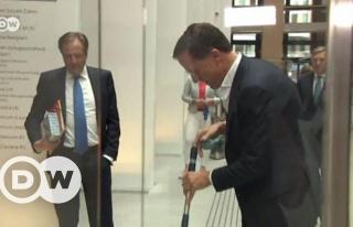 Hollanda Başbakanı Mark Rutte, Elindeki Kahveyi...