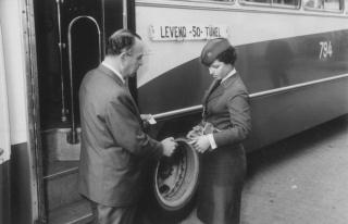 İBB İş İlanı Verdi: Kadın Otobüs Şoförleri...