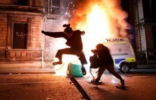 İngiltere'nin Bristol Kentinde Protestolar: Polis...