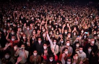 İspanya'da Yapılan Sosyal Mesafesiz Konser Deneyinin...