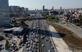 İstanbul'da hafta sonu öncesi trafik yoğunluğu...