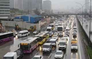 İstanbul'da Trafik Kilit: Yoğunluk Yüzde 76'ya...