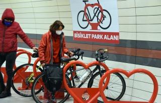 İstanbul'daki Metro İstasyonlarına 'Bisiklet Park...