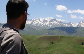 İsviçreli turist Yüksekova dağlarına hayran kaldı