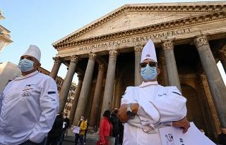 İtalya'da Salgın Önlemlerine Karşı Eylem: Binlerce...