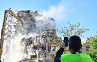 İzmir Depreminde 11 Kişinin Öldüğü Yılmaz Erbek...