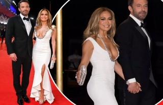 Jennifer Lopez ve Ben Affleck kırmızı halıda boy...