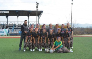 Kadınlar Futbol Müsabakasında Renkli Görüntüler:...