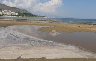 Kanalizasyon suyu karıştığı iddia edilen Eğirdir...