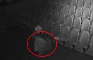 Kapalı olan sinema salonuna gizlice sızıp cinsel...