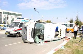 Karaman'daki ambulans kazasında yaralılardan 1'i...
