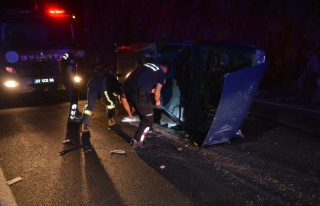 Kaş'ta iki otomobilin çarpışması sonucu 3 kişi...
