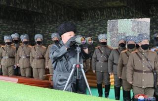 Kim Jong-un, yasa dışı film satan adamı 500 kişi...