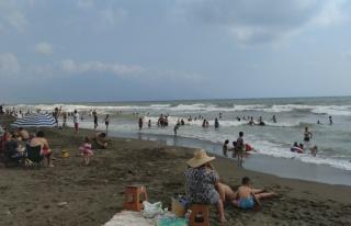 Kısıtlamasız ilk pazar gününde sahile akın ettiler