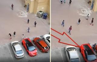 Lamborghini'den Kale Yapıp Mahalle Maçı Yapan Dubai'li...