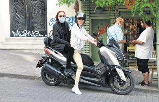 Leman Sam'ın motosikletli alışverişi