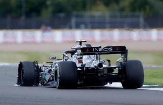 Lewis Hamilton, Britanya Grand Prix'sinde Patlak Lastik...