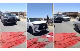 Libya'da Türk Bayrağını Yere Serip Araçlarla...