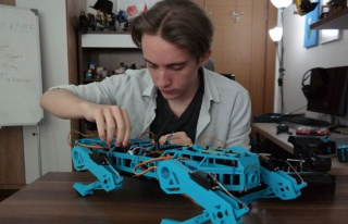 Lise öğrencisi geliştirdiği robot köpek ile TÜBİTAK...