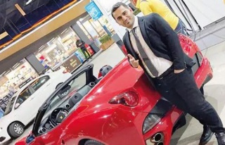 Markette Reyoncuydu, Ferrari Aldı! 600 Milyonluk...