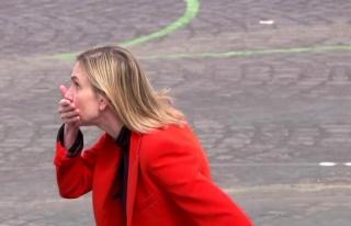 Maskesini unutan Fransız bakanın zor anları! Makam...